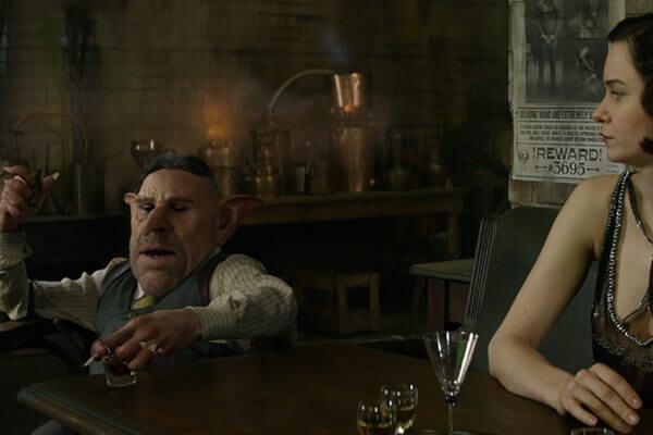 Ron Perlman en el papel de Gnarlak y Katherine Waterston en el papel de Tina Goldstein.